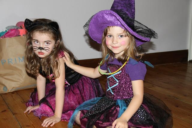 ハロウィンの仮装している子供