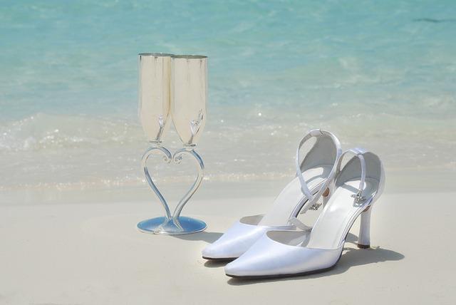 沖縄での結婚式は服装どうする?私達夫婦はこの服装で行きました!