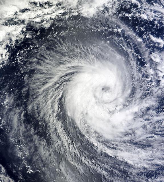 沖縄の台風の時期に要注意!行くなら知っておきたい特徴と対処法