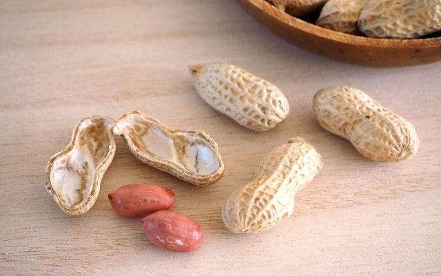 殻をむいたピーナッツの画像です