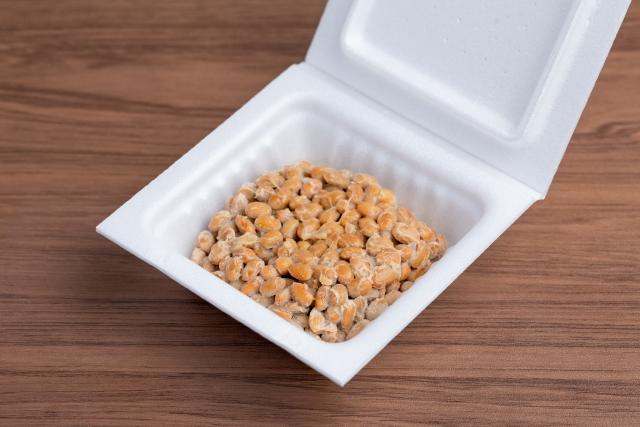 パックに入った納豆の画像