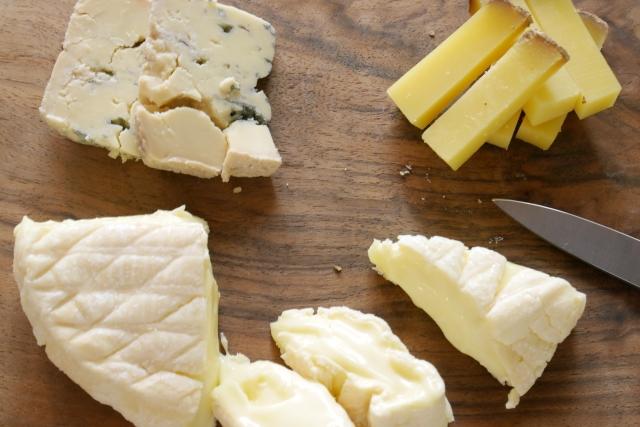 カットされたチーズの画像